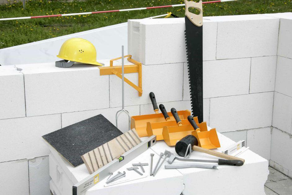 Необходимые инструменты для укладки газобетона с помощью кельмы