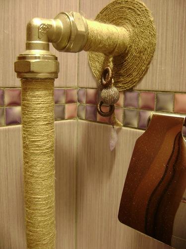 Покраска труб в туалете