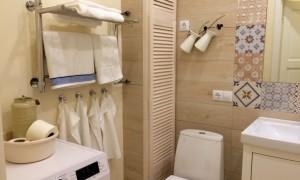 Скрываем трубы в туалете без проблем